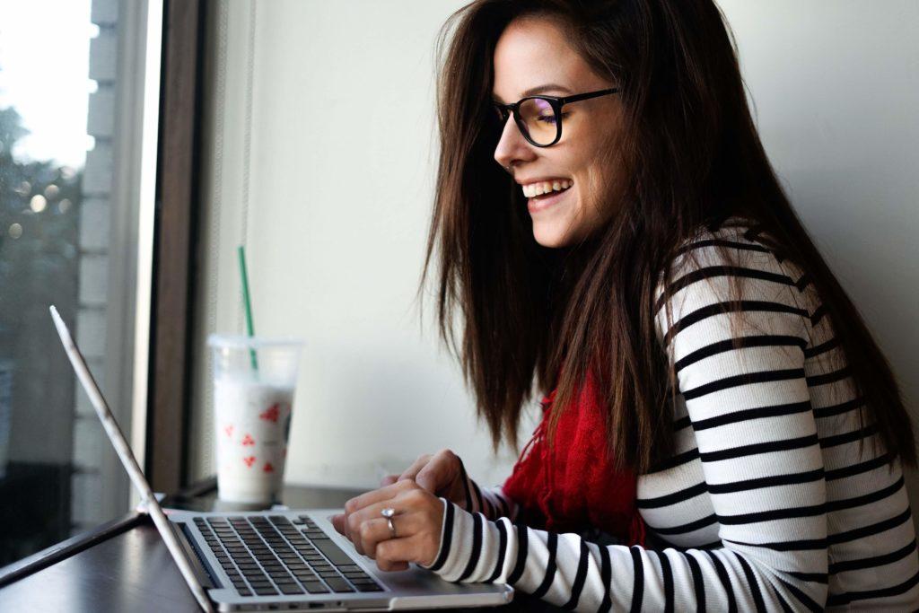 Are Blue Light Blocking Glasses Effective? | Tech Lovin' Mom